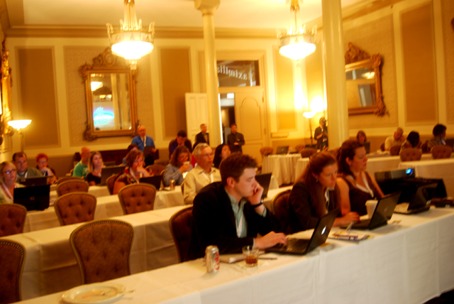 eXtension CoP members learning about Second Life at the Driskill Hotel in Austin